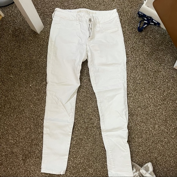 NWOT American Eagle White Super Stretch Jeggings